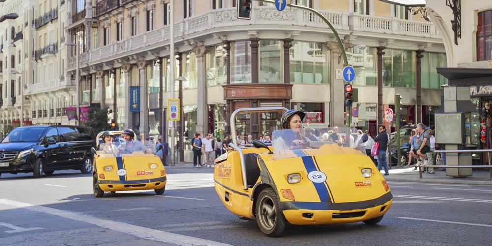 Planes románticos y originales que hacer en Madrid con tu pareja: GoCar por Madrid