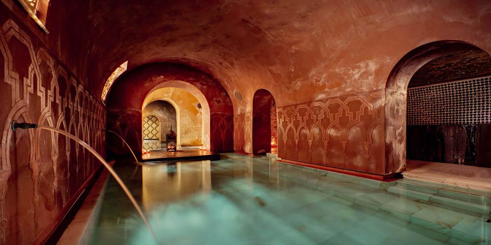Planes románticos y originales que hacer en Madrid con tu pareja: Baños árabes en Madrid