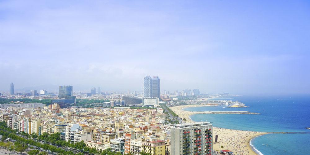 Planes románticos y originales que hacer en Barcelona con tu pareja: Tour por tierra, mar y aire por Barcelona
