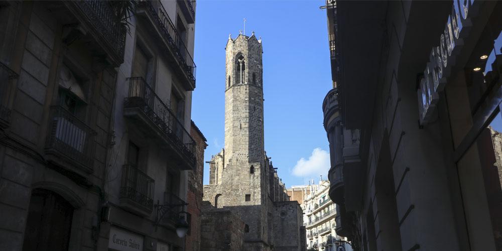 Planes románticos y originales que hacer en Barcelona con tu pareja: Tour de misterios por el barrio Gótico