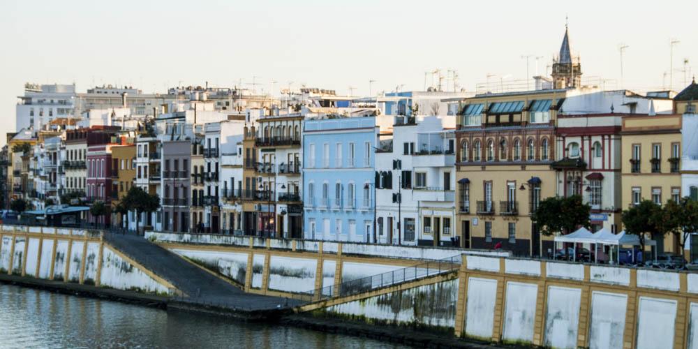 Planes originales con amigos en Sevilla: Ir de bares por la calle Betis