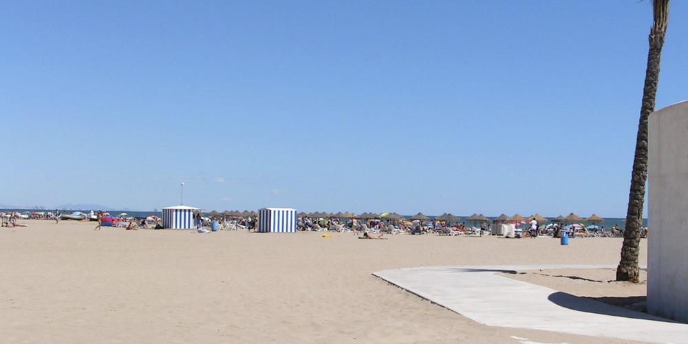 Planes originales con amigos en Valencia: Día en la playa