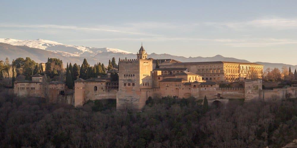 La principal cosa que hacer en Granada con niños es visitar la Alhambra