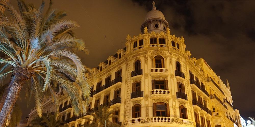 Planes románticos que hacer en Valencia con tu pareja: Tour de leyendas y misterios de Valencia