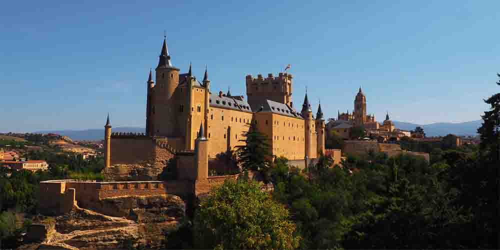 El Alcázar de Segovia, una de las excursiones más populares que hacer cerca de Madrid.