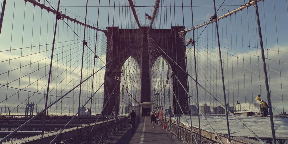 Paseo por el puente de Brooklin