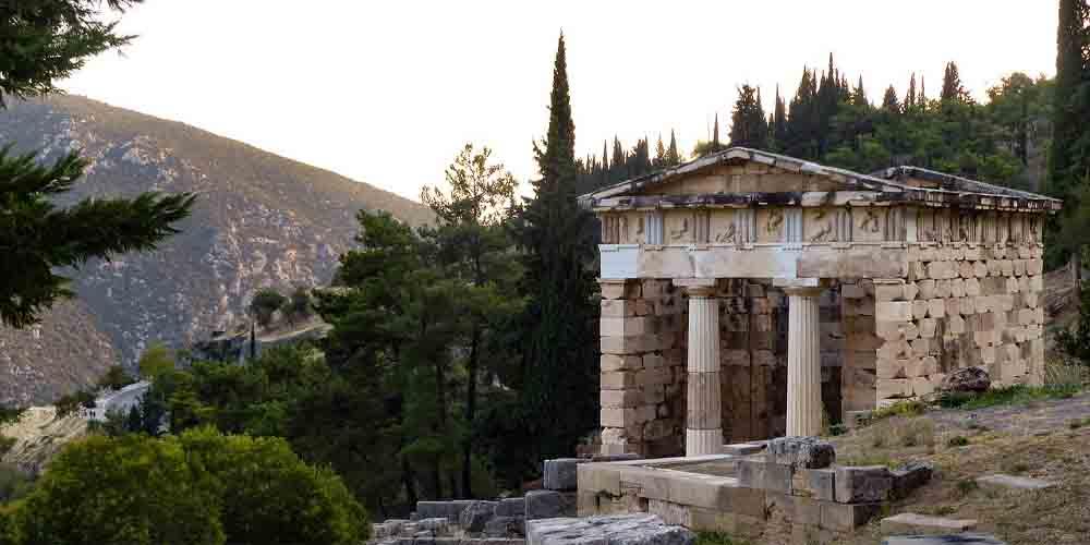 El Templo de Atenea Niké en Delfos.