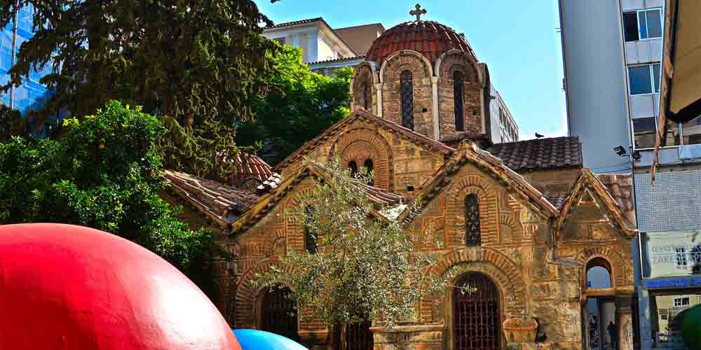 Mezquita que ver en el barrio de Plaka de Atenas.