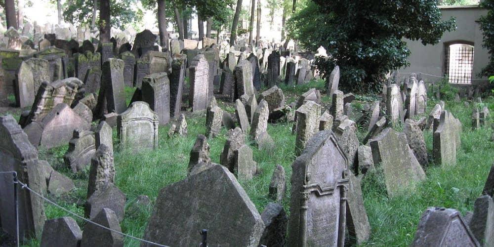 Visitar el cementerio judío de la capital de República Checa