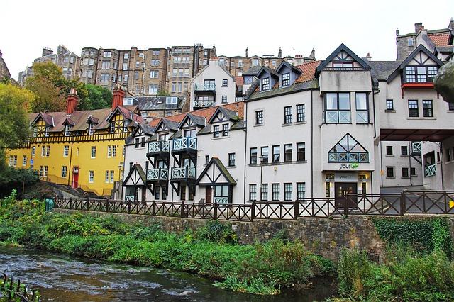 Dean Village a orillas del Río Water of Leith en Edimburgo