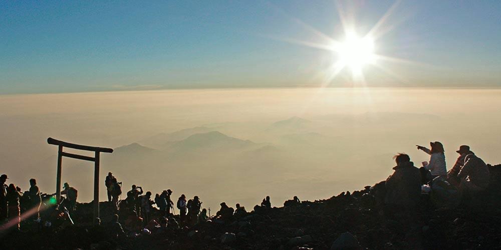 Dormir en el Monte Fuji: Coronar la cima al amanecer