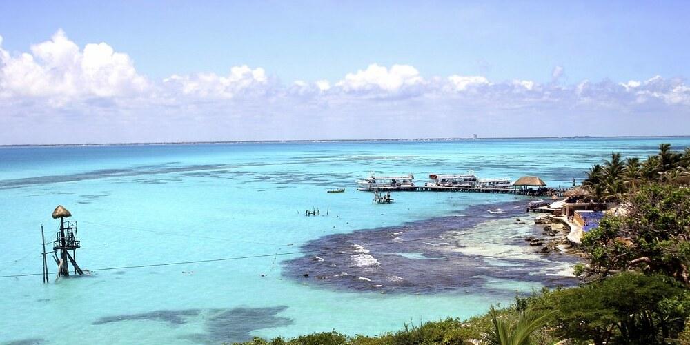 El clima, la temperatura y el tiempo de riviera maya en marzo.