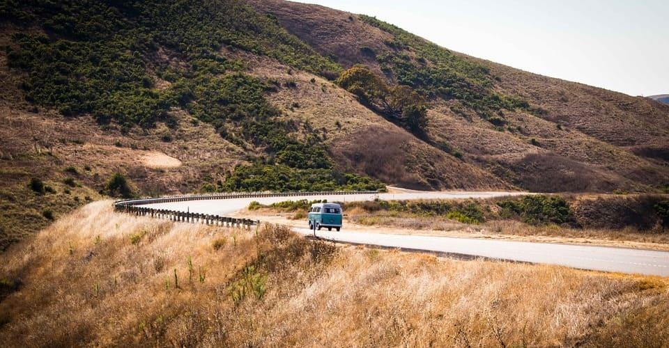 Viajar a la Costa Oeste sin coche es posible. Hay mil posibilidades: Bus, tren,avión...