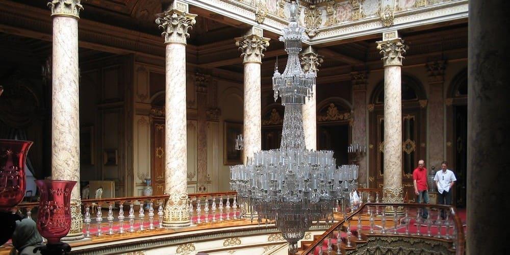 No puedes dejar de hacer en Estambul una visita al Palacio Dolmabahce