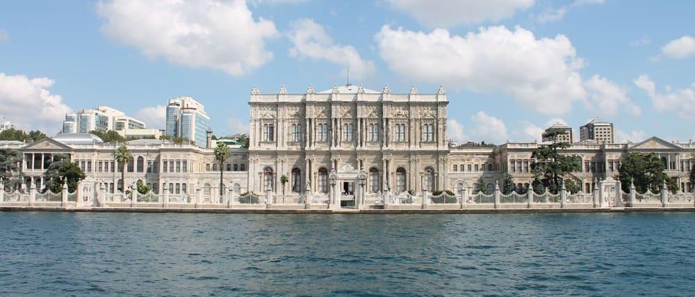 Vistas desde el Bósforo del palacio Dolmebahce