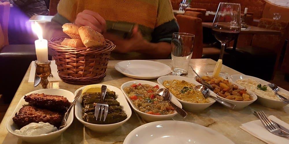 Cena típica en Estambul