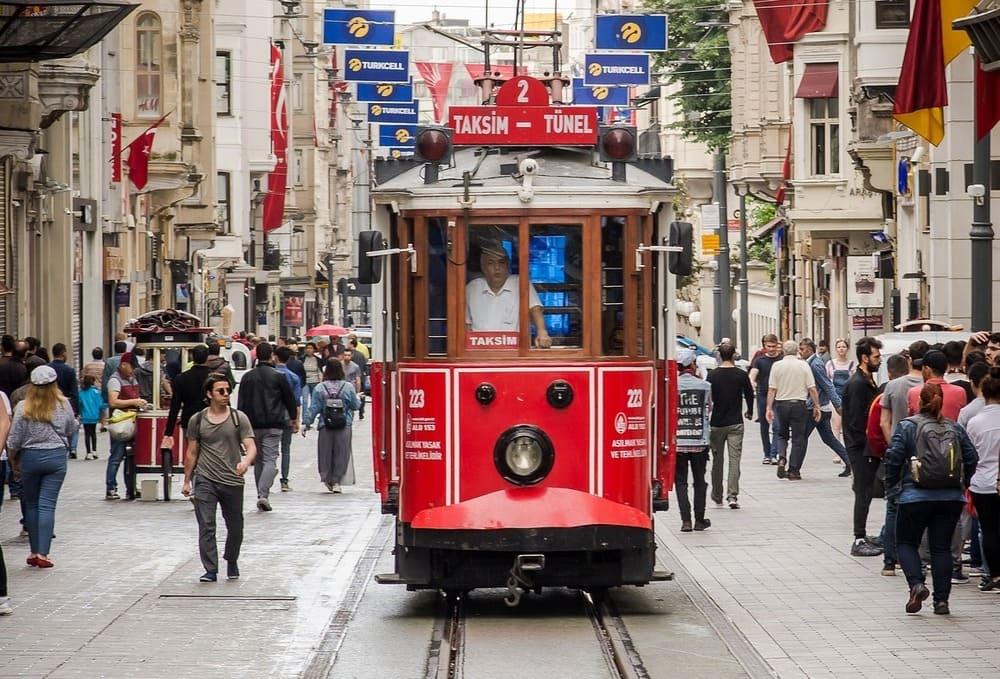 El tranvía además de bonito es un medio de transporte muy útil en Estambul