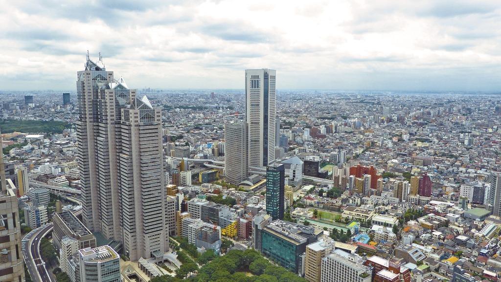 Vista Tokio desde el aire. Ciudad más poblada del mundo.