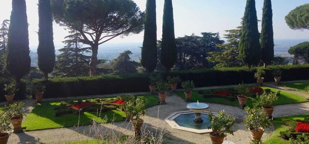 Imagen de los jardines pertenecientes a la residencia de verano del Papa diseñados por Bernini