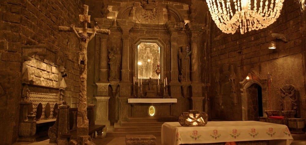 Iglesia subterranea esculpida en sal en las Minas de Sal