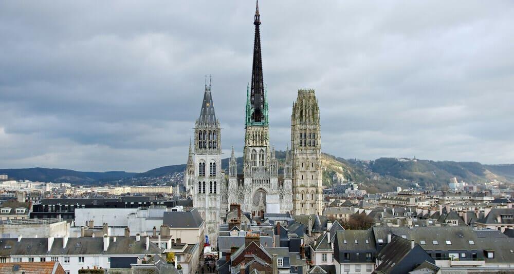 Vista de Rouen en la región de Normandía en una salida desde París