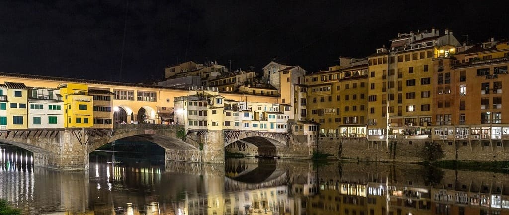 Vista del puente Vechio en un tour de Roma a Florencia