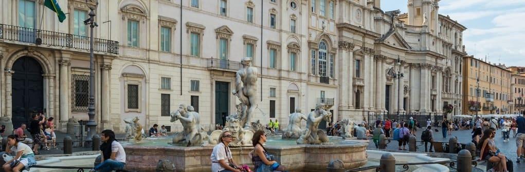 Fuente de los cuatro ríos en la Piazza Navona