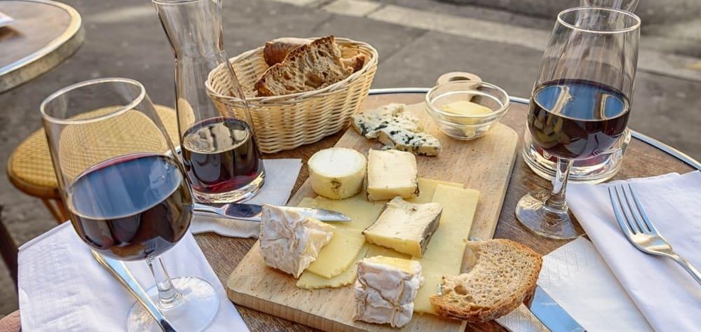 Quesos y vinos franceses en el tour gastronómico