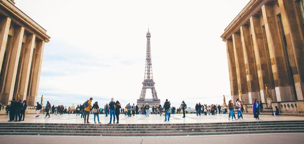 Torre Eiffel llena de gente