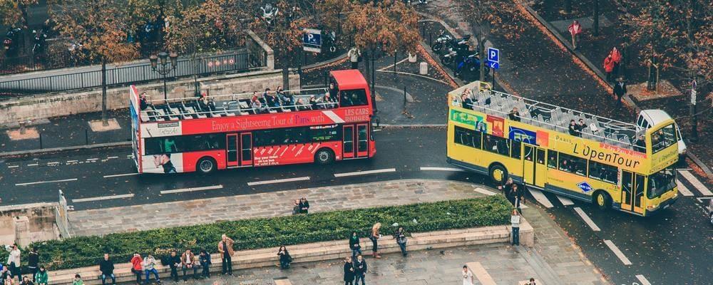 Bus turístico en París.