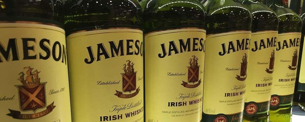 Botellas de whisky de la marca Jameson. Continua para ver las 30 mejores cosas que ver y hacer en Dublín.