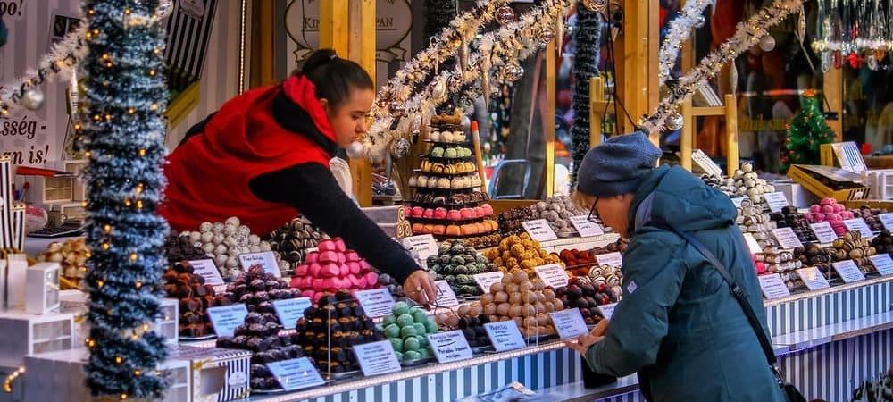 Pasea por los mercados de Navidad, todo sobre tiempo, clima y temperatura de Budapest en Diciembre.