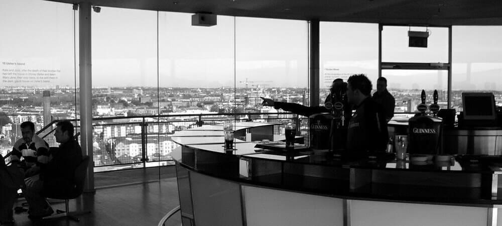 Vista del pub con vistas 360º llamado Gravity Bar