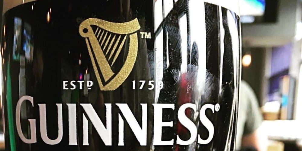 Imagen de una pinta de cerveza Guinness.