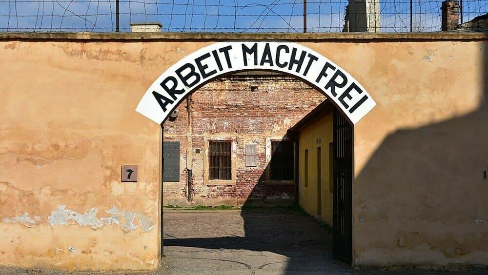 Puerta de entrada del Campo de concentración de Terezín