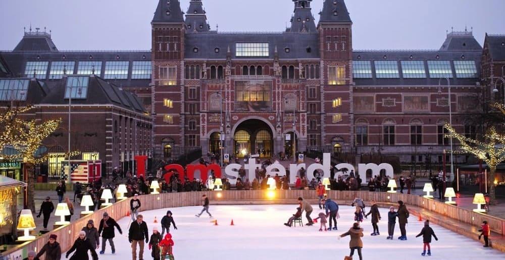 Visita los museos más famosos de la capital holandesa en Navidad