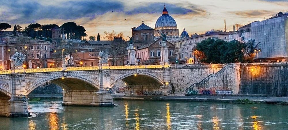 El río Tíber, durante su paso por Roma. Sigue leyendo para conocer el clima de Roma