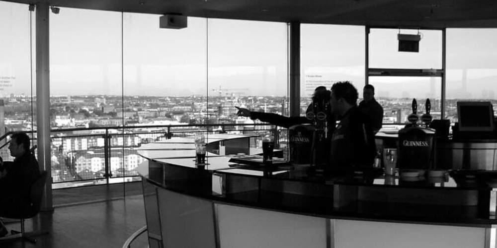 Vista del pub con vistas 360º llamado Gravity Bar de Dublín