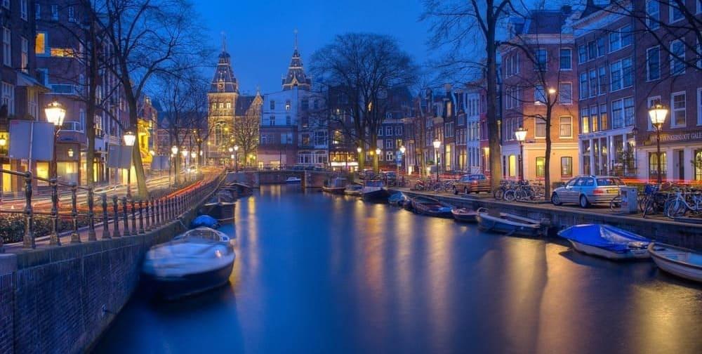 El tiempo y la temperatura en Ámsterdam en diciembre