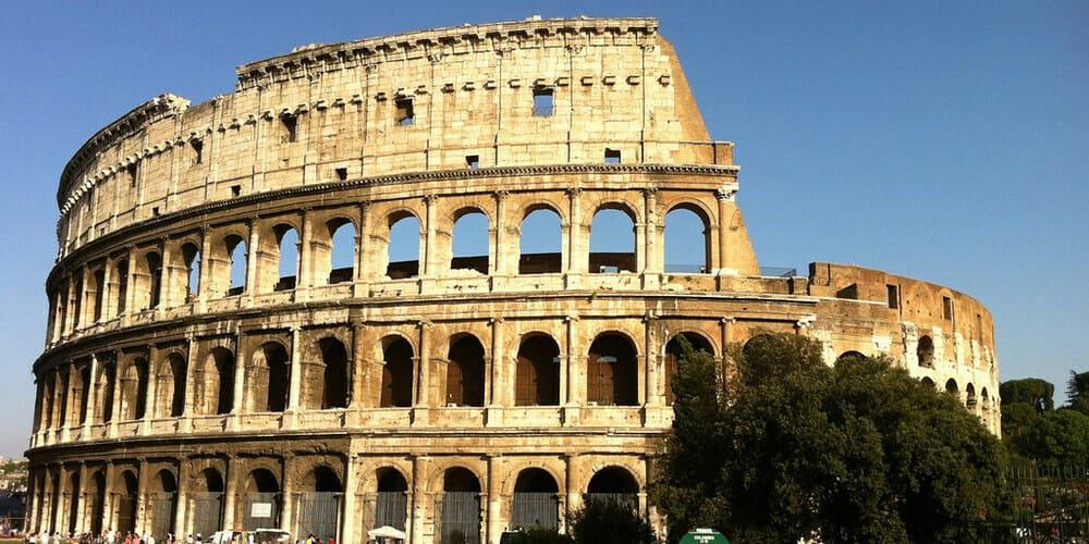 Imagen frontal del Coliseo. Sigue leyendo para ver el tiempo y la temperatura.