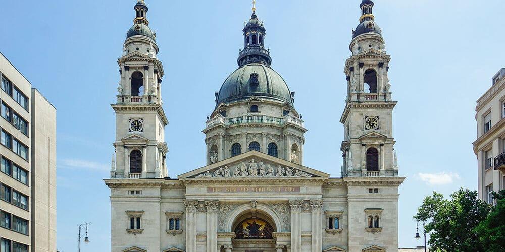 Visita la Basílica de San Esteban. Sencillamente preciosa.