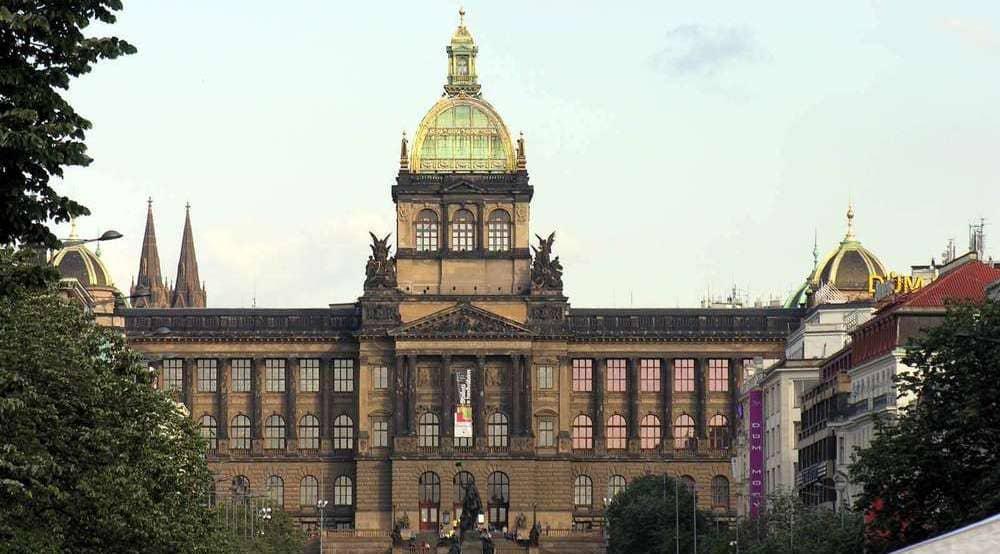 Museo Nacional de Praga en la Plaza de Wenceslao