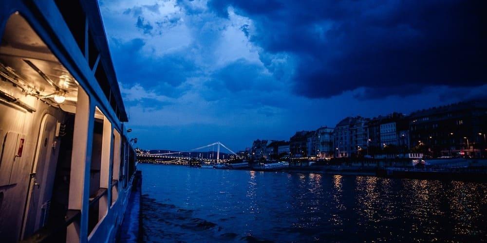 Disfruta de un crucero por el Danubio.