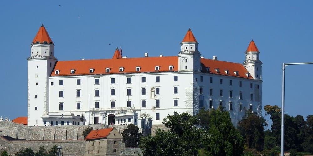 Haz una visita a Bratislava y su castillo, no te arrepentirás.