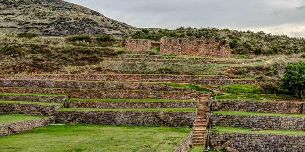 Excursión a Tipón, Pikillacta y Andahuaylillas desde Cusco en abril