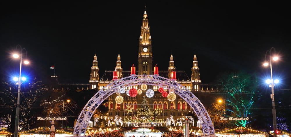 Viena iluminada con luces de Navidad