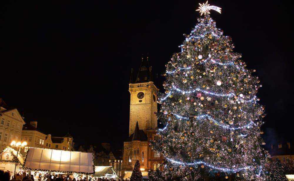 Ayuntamiento de Praga durante las fiestas navideñas