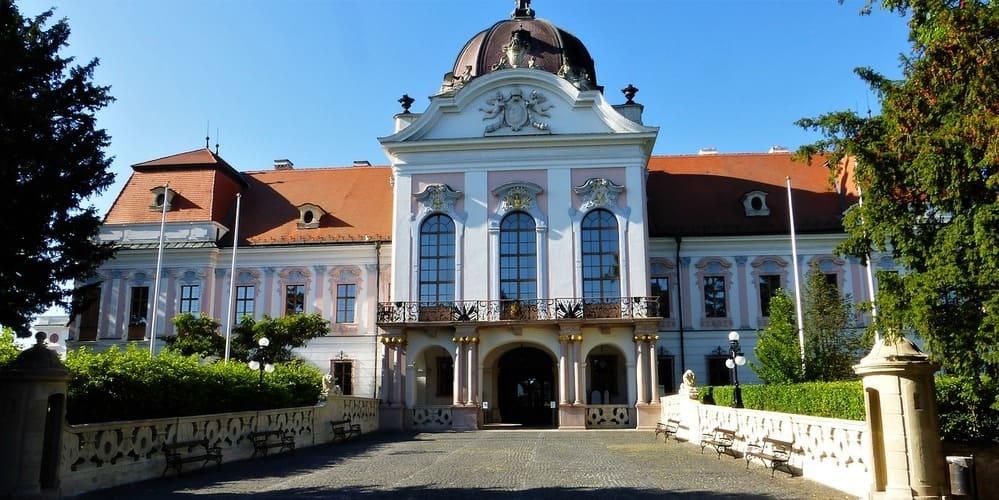 Vista frontal del Palacio Real de Gödöllo