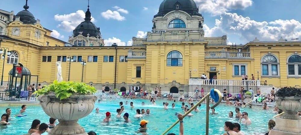 Disfrutando de un baño en el Balneario Széchenyi.