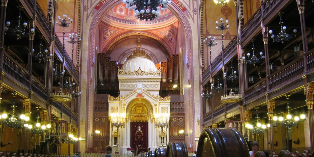 Interiores de la Gran Sinagoga de Budapest.